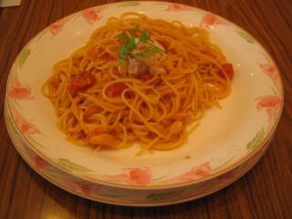 カニとトマトソースのパスタ