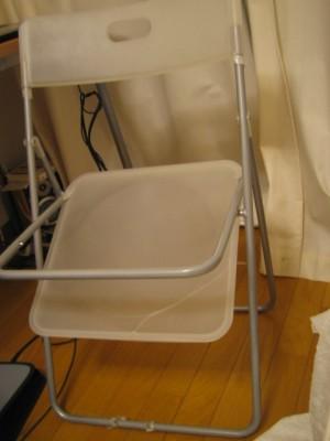 こわれ椅子